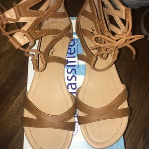Brown/tan sandals